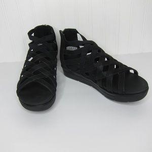 Skechers Luxe Foam Strappy Sandals Size 6
